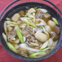 *お部屋で楽しむ山形名物の「芋煮鍋」