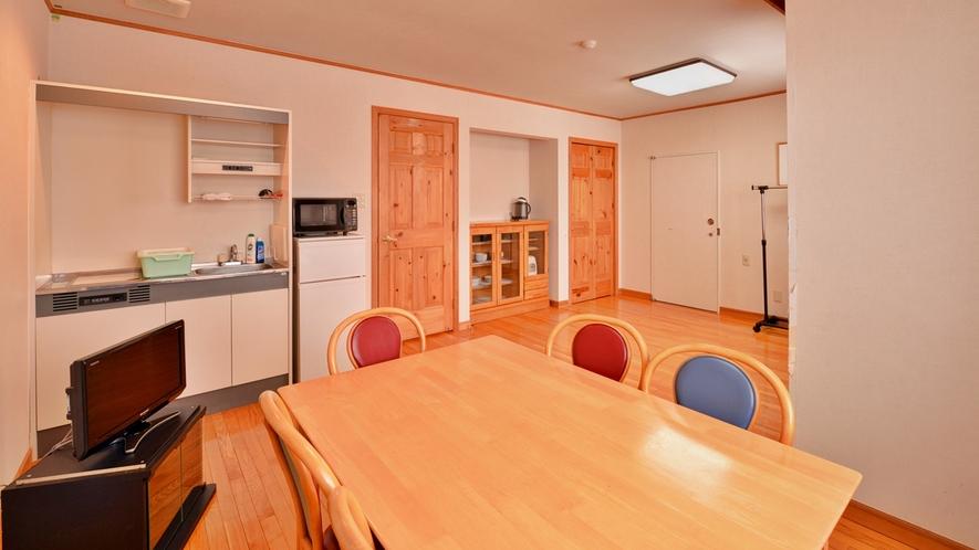 *コテージ(フラットタイプ)/2〜5名様用の2フロアタイプのお部屋。