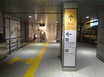 空港アクセス鉄道、写真左手側が空港ロビーに直結しています!