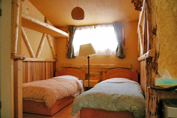 ラージーログルーム ベッドルーム