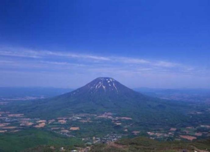 アンヌプリ頂上から 羊蹄山を望む