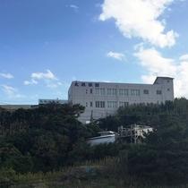 宴会棟、鉄筋建築(海側)