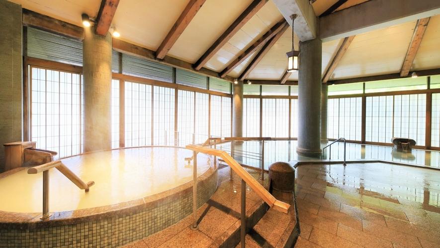 【3階 大浴場・楽山】美肌効果も期待できるシルクバスでゆったり。