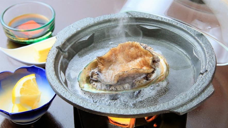 【夕食】活アワビ陶板焼き