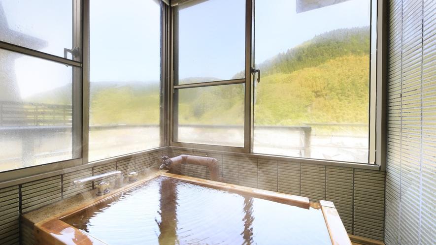 【山側 和室12畳】景色を堪能しながらご入浴をお愉しみください。