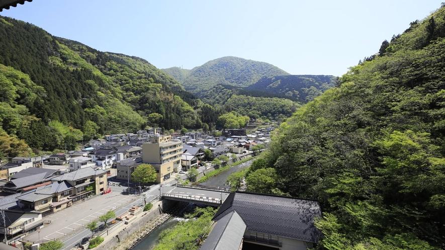 【ジュニアスイート】最上階からならではの風景を存分に一望いただけます。