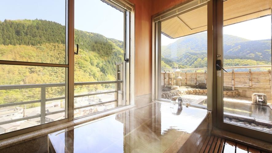 【ロイヤルスイート】お部屋で源泉かけ流しの湯を内湯・露天どちらでもお愉しみいただけます。