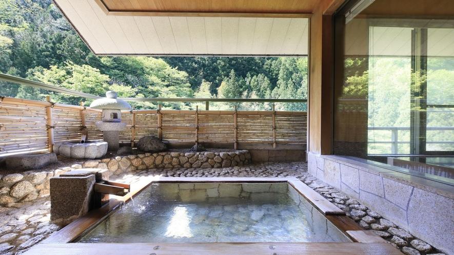 【プレミアムスイート】最上階の特別なお部屋のみ愉しむことができる露天風呂で癒しの時間を