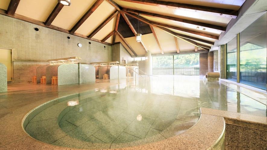 【3階 大浴場・楽水】思わず泳ぎたくなるような広々とした大浴場