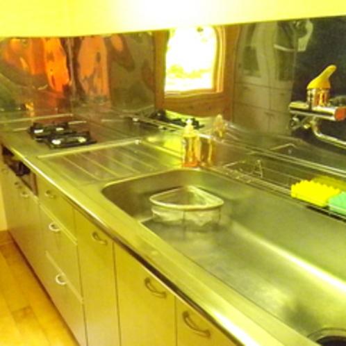 *コテージ(6名棟)一例/みんなでわいわい調理タイム