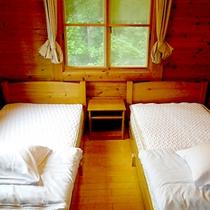 *コテージ(4名棟)一例/ベッドでぐっすり就寝