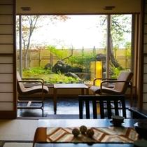 ■和室■ 鶴の間 緑を眺めながらゆったりとした時間をお寛ぎください。