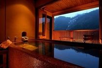 ◆デザイナーズ◆和モダン客室【露天風呂】 絶景の露天風呂、大きさは約2mと広々※温泉ではございません