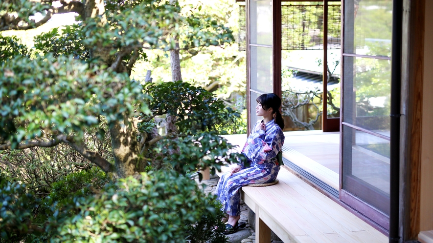 別邸『相生』高台に位置し、パノラマビューの日本庭園が広がります