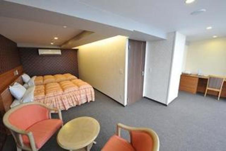 車椅子がそのまま置ける広さのツインのお部屋