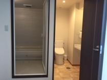 セパレートタイプのトイレと浴室