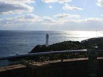 足摺岬展望台から見る足摺岬灯台