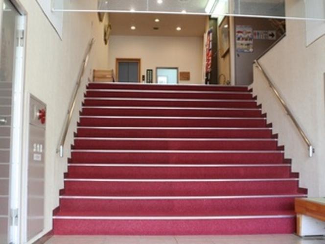 2階エレベーターホール迄は、階段をご利用下さい