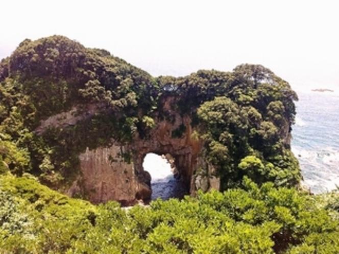 県・天然記念物に指定されている「白山洞門」