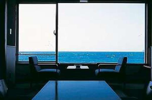 海が見える和室