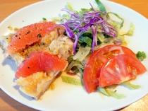 【夕食】揚げ鶏のサラダ和え