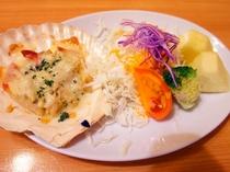 【夕食】ホタテの殻付きグラタン