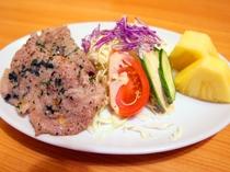 【夕食】揚げ物 サラダとデザート