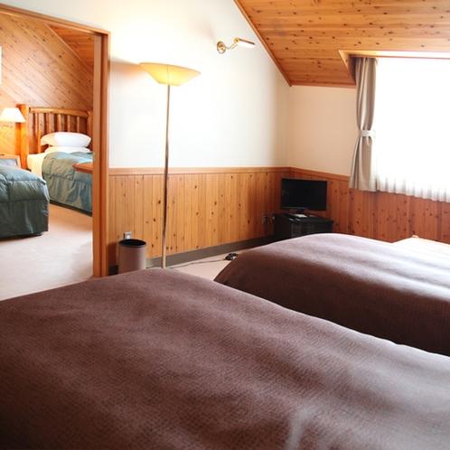 【部屋】フォーズ:1部屋に2室のツインルームがあるコネクティングルームでございます。