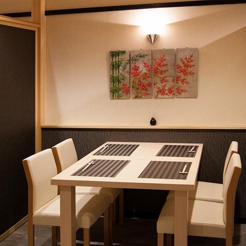 【お食事処「加賀や」】テーブル席もございます
