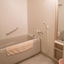 【デラックスツイン:バスルーム】バストイレがセパレートでゆったりとご利用いただけます
