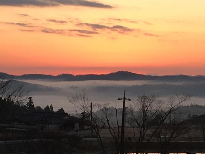ホテル東側客室から見る雲海(6:30am)