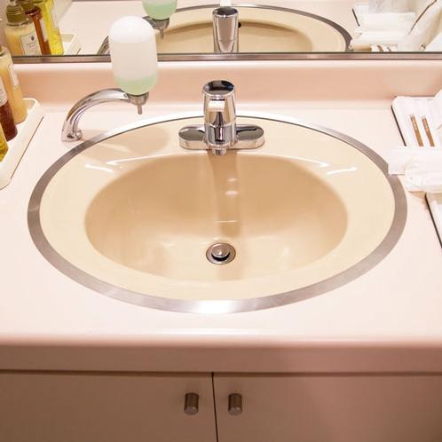 【デラックスツイン:洗面所】バストイレがセパレートでゆったりとご利用いただけます