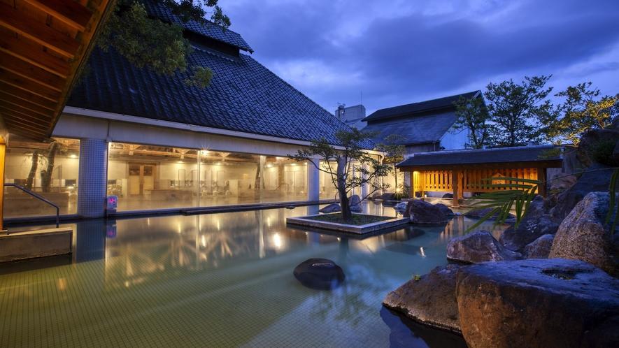 265畳の広さを誇る楠湯大浴場
