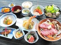 【松膳】地元の食材をふんだんに利用した当館おすすめの会席膳です。