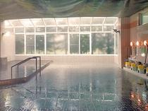 【大浴場】洗い場も広く、のんびり温泉を満喫いただけます
