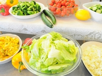 【朝食バイキング】野菜を中心に、みなさまの栄養バランスを考えて。