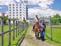 【引き馬プラン】ホテルに併設の牧場で乗馬の雰囲気を体験できます♪