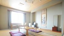 【和室10畳】広々とした10畳の和室。ご家族やお仲間でのご利用に最適です。