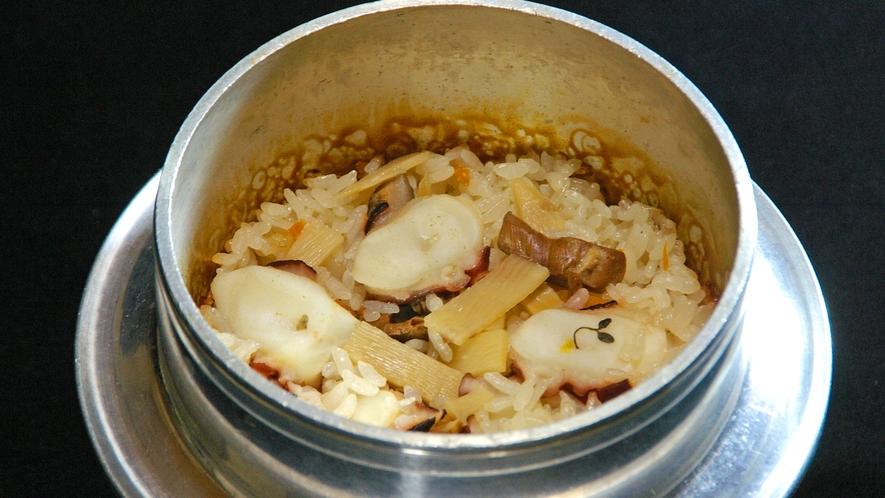 *美味しいタコ釜飯を堪能!(料理一例)