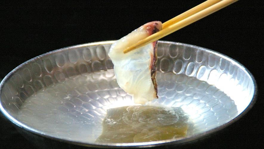*薄造りの鯛をさっぱりと…(食事一例)