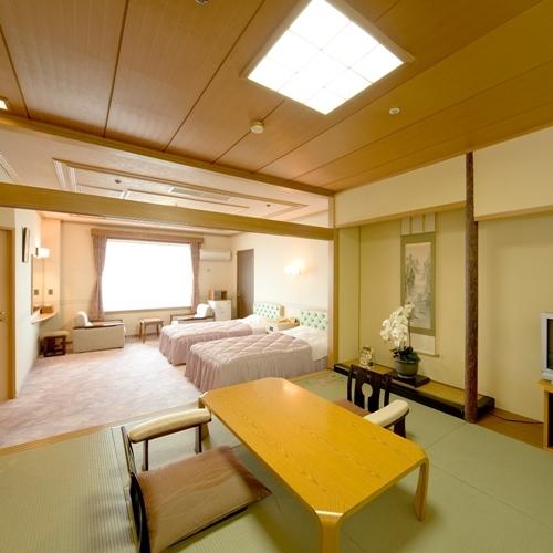 【海側特別室一例】和室8畳と洋間ツインの広々としたオーシャンビューのスイートルームです。