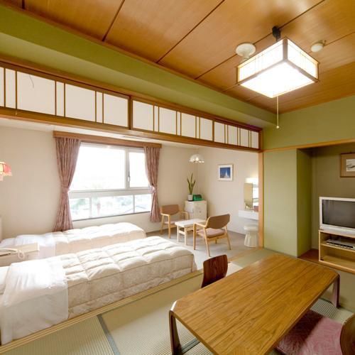 【ゴルフ場側和洋室一例】マウンテンビュー6畳の和室と洋間にツインベッドを完備