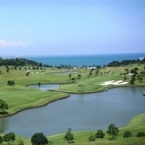 【青島ゴルフ倶楽部】ホテルより車で5分、日向灘の絶景を望む高台にあるオーシャンリゾートコースです。