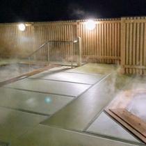 夜の屋上露天風呂