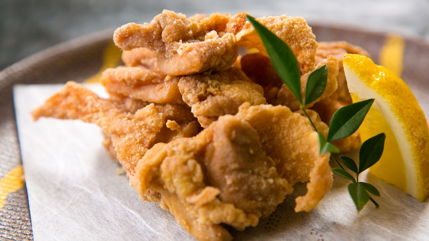 【会津地鶏の竜田揚げ】食べ応えのあるジューシーな味わい。ほのかに広がる甘味を唐揚げに凝縮!