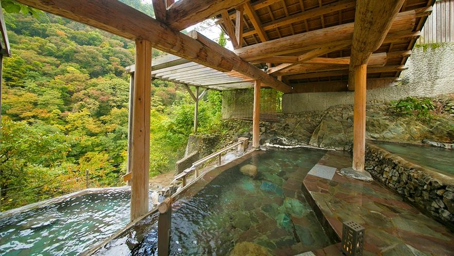 【四季舞台-たな田】かけ流しお湯とともに四季の移ろいも楽しめます。