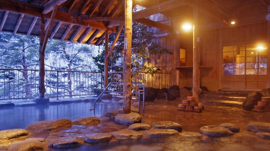 【空中露天風呂】一面の銀世界が広がる圧巻の雪景色を味わえる。