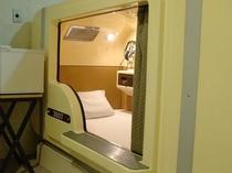 デラックスタイプのカプセルベッド