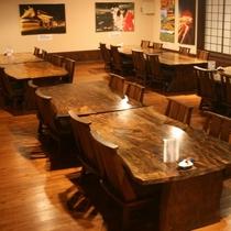 料亭「波の詩」のテーブルイス席A