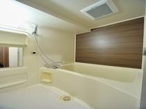 ◆バスルーム スーペリア・デラックスツイン、トリプルルーム全室に洗い場付きのバスルーム。